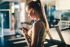 Smartfon albo tablet – to właśnie z nich najczęściej płynie muzyka, gdy jesteśmy na spacerze, w kawiarni czy siłowni. Fani muzyki na urządzeniach mobilnych mogą teraz skorzystać z usługi Spotify Premium