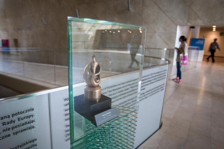 Tytuł Europejskiego Muzeum Roku potwierdza stojąca na honorowym miejscu statuetka
