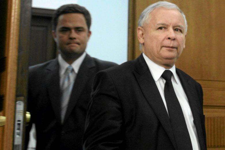 """Adam Hofman zapowiada, że w styczniu lub lutym PiS złoży wniosek o wotum nieufności. Prezes PiS, Jarosław Kaczyński w około godzinnym przemówieniu ma przedstawić""""akt oskarżenia"""" przeciwko Platformie Obywatelskiej."""
