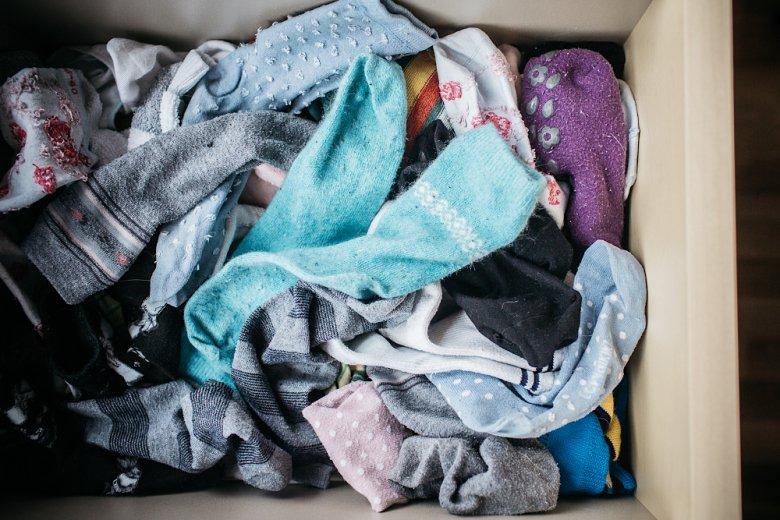 """Zwykle starałam się zwijać skarpetki """"w kulki"""". Tym razem wrzuciłam do szuflady po praniu bez łączenia w pary."""