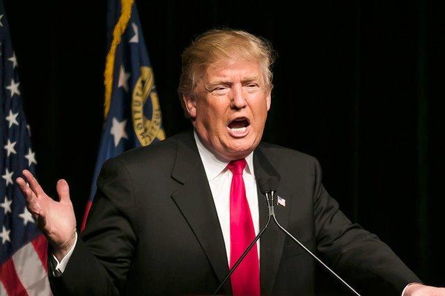 """Donald Trump otwarcie grozi Korei Północnej """"atakiem jakiego świat jeszcze nigdy nie widział""""."""