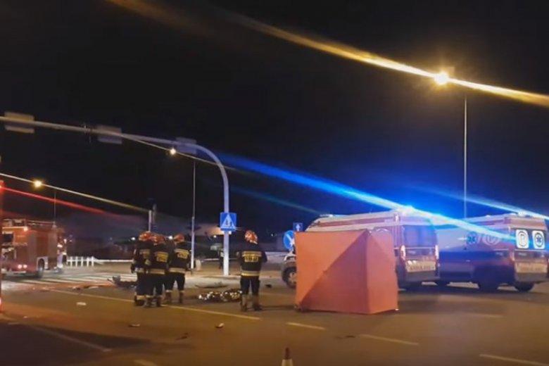 W tragicznym wypadku w Łodzi zginęły trzy osoby, a siedem odniosło obrażenia.