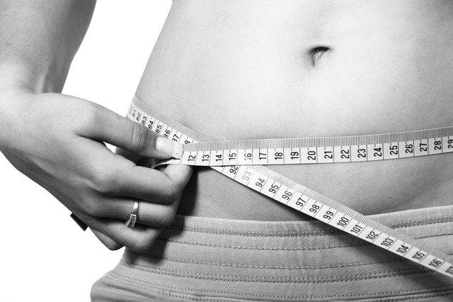 Lipoliza - rozbijanie cząsteczek tłuszczu poprzez wstrzykiwanie określonych preparatów medycznych w powłoki skórne to nieinwazyjny sposób walki z otyłością. Fot. [url=https://pixabay.com/]Pixbay[/url] / [url=http://bit.ly/1MJEyac]CC0[/url]