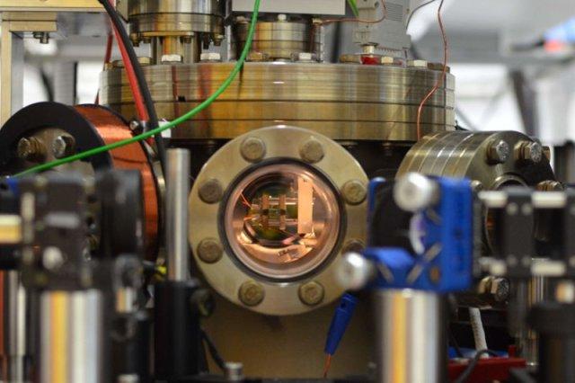 Najmniejszy silnik świata - wielkości atomu - opracowali naukowcy z Uniwersytetu w Moguncji