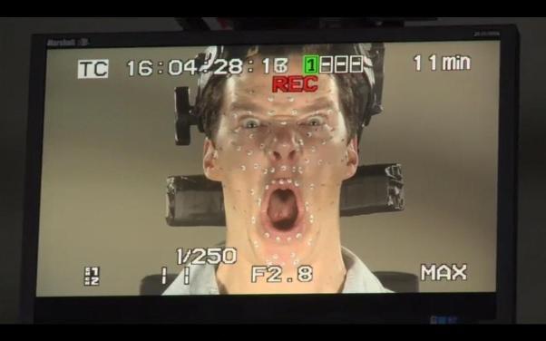 Zbliżenie na Cumberbatcha jako Smauga.