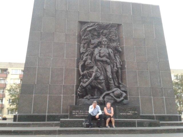 Pomnik upamiętniający Zagładę w Warszawie na placu Zamenhoffa