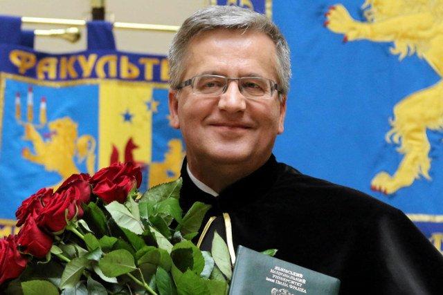 Bronisław Komorowski odebrał w czwartek tytuł doktora honoris causa Lwowskiego Uniwersytetu Narodowego im. Iwana Franki