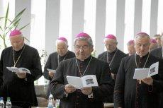 """Biskupi na Konferencji Episkopatu Polski dziękowali za podpisywanie tzw. """"Deklaracji Wiary""""."""