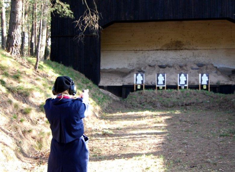 Katarzyna Bonda na strzelnicy