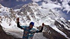 """Kanadyjczyk Jean-Pierre Danvoye pokazał """"polskie śmieci"""" na K2. Jego zdjęcia wywołały burzę."""