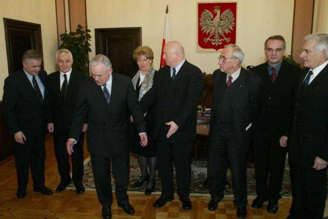 Byli premierzy spotykają się przy ważnych okazjach, chociażsą zapraszani coraz rzadziej.