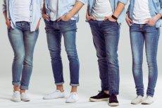 """Zbyt obcisłe dżinsy mogą być przyczyną zapalenia mieszków włosowych. Mówi się wtedy o """"zespole niebieskich dżinsów""""."""
