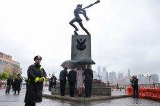 Prezydent Andrzej Duda w Jersey City pod Pomnikiem Katyńskim.