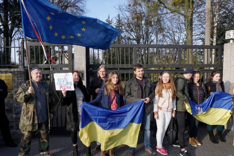 Polska jest podzielona niemal na pół w ocenie tego, czy powinniśmy się angażować na Ukrainie