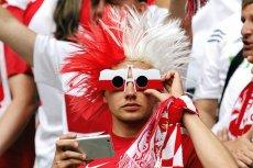 Prawdziwy kibic nawet podczas mszy świętej znajdzie sposób, by obejrzeć mecz.