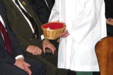 Pieniądze zebrane w wielu parafiach na niedzielną tacę zostaną przesłane do Watykanu