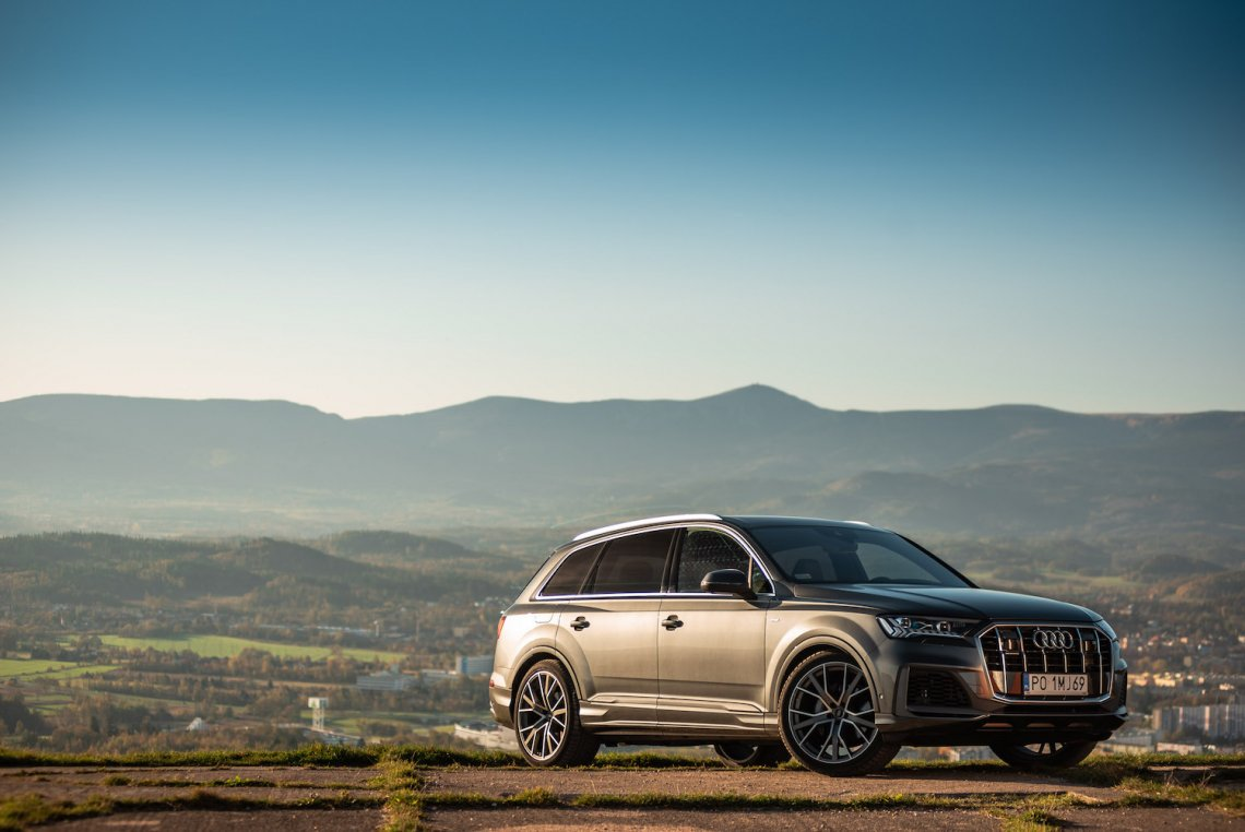Nowe Q7 to największy SUV w gamie Audi, który konkuruje z BMW X5 i Mercedesem GLE.
