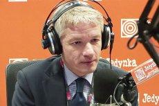 """""""Sprawiedliwa"""" ręka dobrej zmiany dotknęła Wojciecha Dąbrowskiego. Już nie poprowadzi """"Sygnałów Dnia"""" w radiowej Jedynce."""