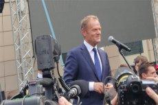 Donald Tusk dwukrotnie przemawiał do publiczności zgromadzonej na kampusie głównym UW.