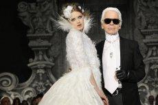Chanel haute-couture, jesień-zima 2012/13. Karl Lagerfeld i topmodelka Lindsey Wixson