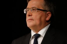 Prawicowi publicyści wpisują śmierć Prof. Bartoszewskiego w polityczny kalendarz.