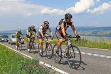 Rower szosowy to prawdziwy cud techniki, jednak w starciu z dziurawymi ścieżkami rowerowymi jego przegrana jest tylko kwestią czasu.