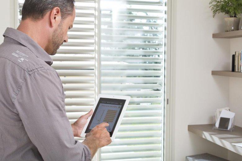 System Smart Oknoplast dąży do tego, by ze smartfonem w ręku użytkownik mógł zdalnie sterować podstawowymi elementami wyposażenia każdego domu oraz ''programować'' ich przyszłe zachowanie