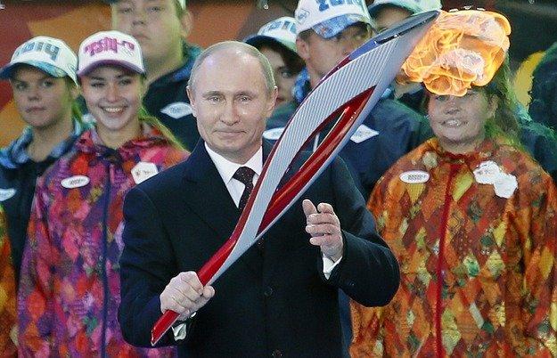 Putin z olimpijskim zniczem w Soczi