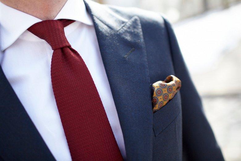 Jedwabna poszetka i krawat z grenadyny.