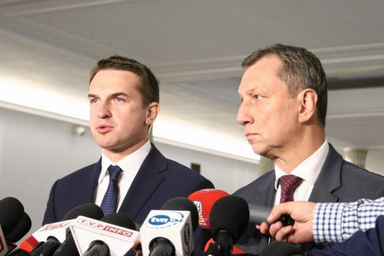 Adam Szłapka z Nowoczesnej i Andrzej Halicki z PO poinformowali o złożeniu wniosku ws. powołania sejmowej komisji śledczej, która miałaby zbadać domniemaną inwigilację opozycji przez służby podległe PiS.