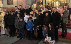 Prezydent Andrzej Duda i wicepremier Beata Szydło wzięli udział w chrzcie szesnastego dziecka rodziny Nelców z Przeciszowa, niedaleko Oświęcimia.