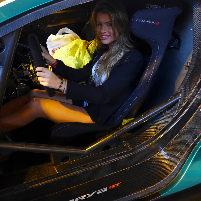 Kobieta-kierowca rajdowy z Wysp Kanaryjskich, Christine Giampaoli-Zonca, za kierownicą Arrinery.