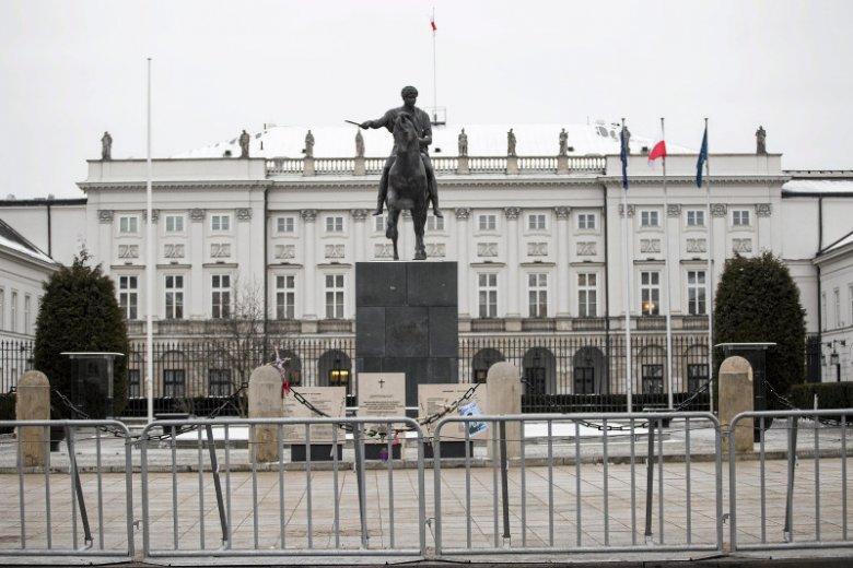 Gry i intrygi pałacowe. Czyli kto jest teraz najbliżej ucha prezydenta Andrzeja Dudy i co mu sufluje?