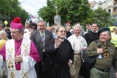 Władze PiS wydały politykom tej partii zakaz udziału w marszu, który jest współorganizowany przez środowiska Radia Maryja.