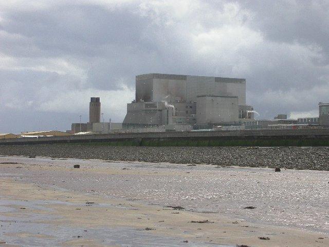 Elektrownia Jądrowa Hinkley Point B. Obok niej zaplanowano powstanie dwóch nowych bloków z reaktorami EPR o łącznej mocy ok. 3200 MW.