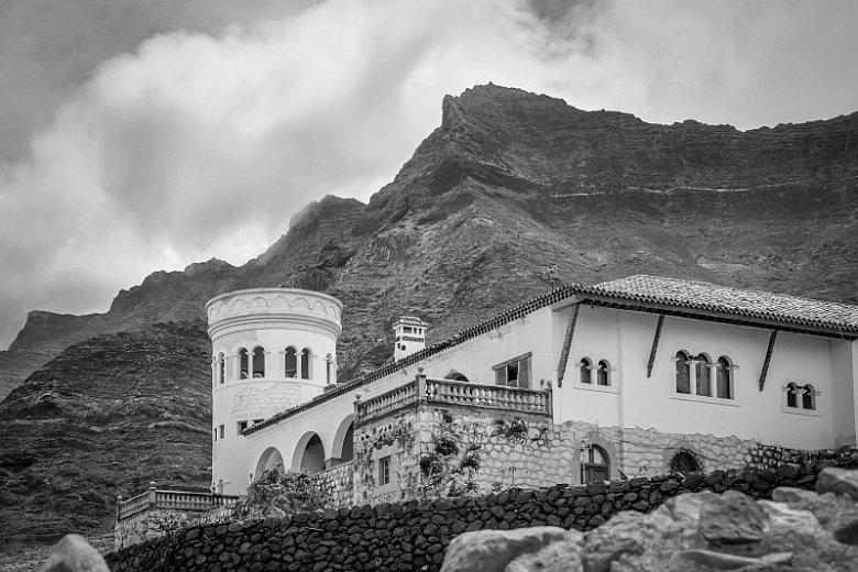 Willa Wintera na wyspie Fuerteventura w archipelagu Wysp Kanaryjskich. Według autora to jeden z kluczy do rozwiązania powojennych losów Adolfa Hitlera
