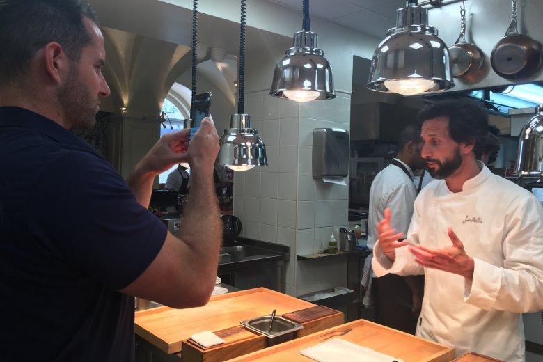 Jose Avillez w kuchni swojej restauracji.