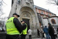 Pijany 25-latek z Kutna oddał strzały po adoracji krzyża.