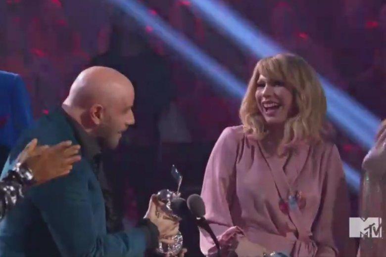 John Travolta myślał, że wręcza nagrodę Taylor Swift