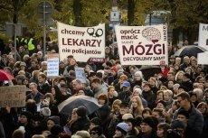 Główny protest trwa pod Sejmem w Warszawie.