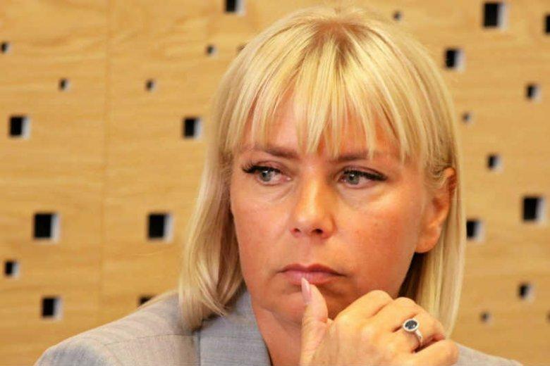 Platforma Obywatelska straciła mandat po Elżbiecie Bieńkowskiej. W wyborach uzupełniających do Senatu wygrał kandydat PiS.