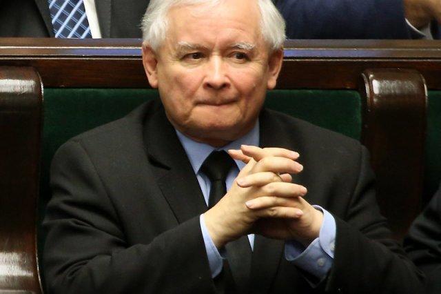 Jarosław Kaczyński nie musi obawiać się spadku poparcia dla PiS. Nawet jeśli wróci do tego z najgorszych czasów, odpowiednia nowelizacja kodeksu wyborczego pomoże w utrzymaniu władzy.