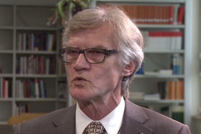 """Prawda o Smoleńsku coraz bliżej. """"Jedyny nasuwający się wniosek to materiał wybuchowy"""" – oświadczył w Telewizji Republika szef tzw. komisji smoleńskiej, Kazimierz Nowaczyk."""