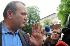 Stanisław Gawłowski po wyjściu z aresztu w Szczecinie.