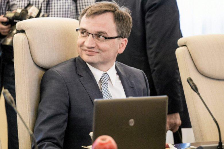 """I tylko nie wiadomo, czy uwzględnienie ministra Ziobro w rankingu """"Politico"""" to dobrze czy źle."""