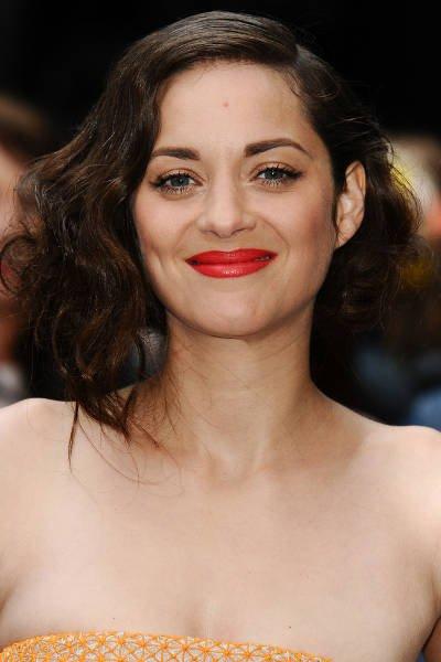 Szminka jest często najmocniejszym akcentem w makijażu Francuzek