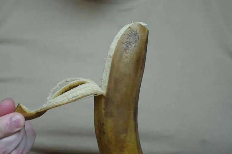 """Młodzież do palenia używa """"nitek"""" banana, które są pod skórą."""