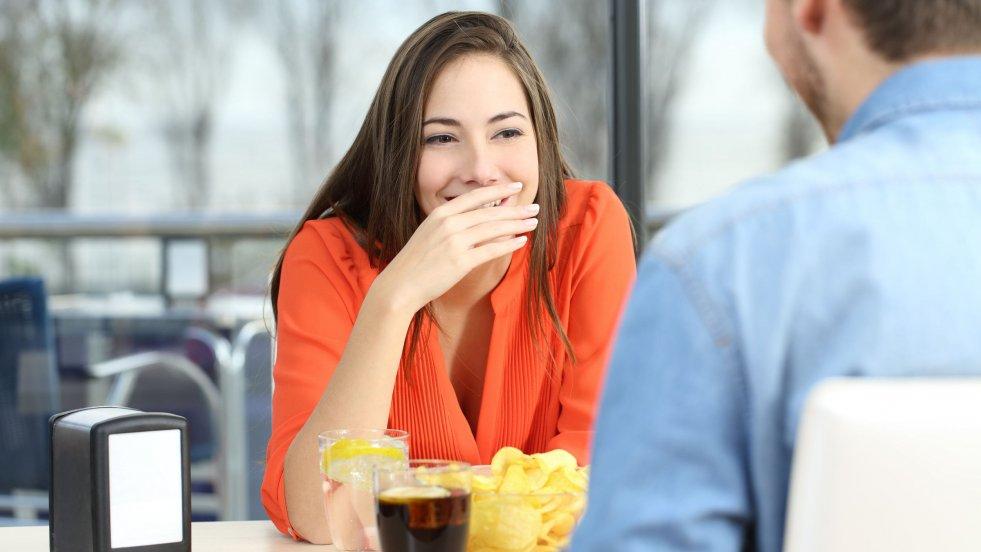 Miłość na wakacjach? 7 randkowych obyczajów obcokrajowców, które zaskoczą każdą Polkę.