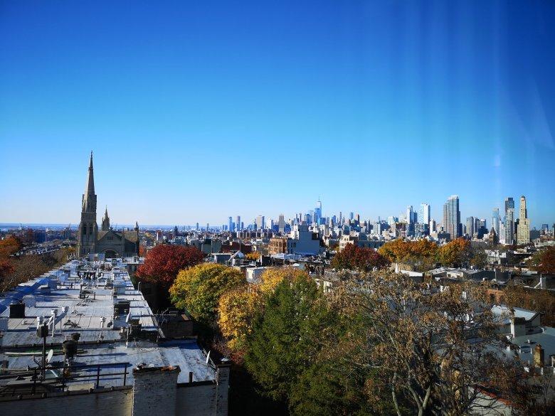 Widok z mieszkania na Brooklynie. Zamach na WTC było widać stąd bardzo dokładnie.