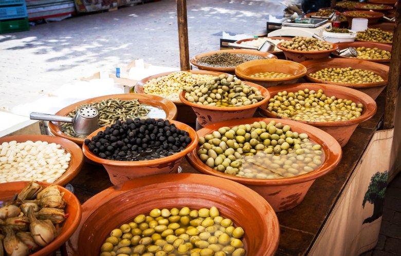 Oliwki na targu na Majorce.